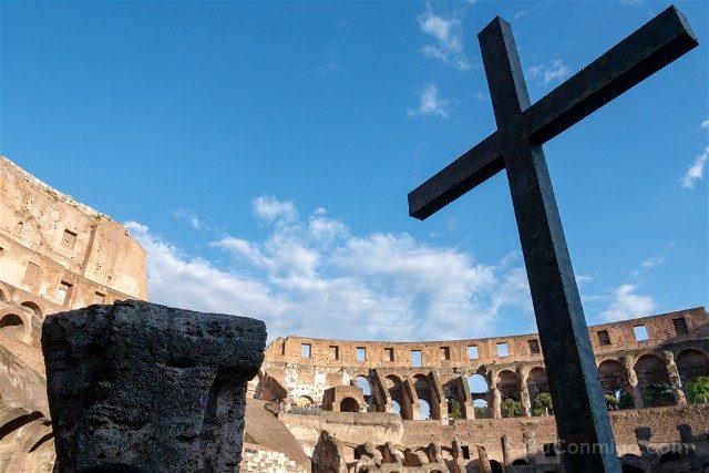 Coliseo de Roma Cruz Santa