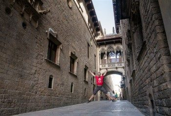 Que Hacer Que Ver en Barcelona Carrer Bisbe Salto