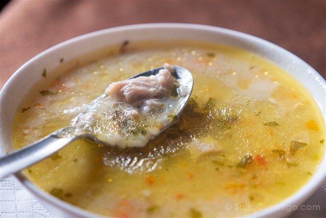 Comer en Koprivshtitsa Sopa Pollo