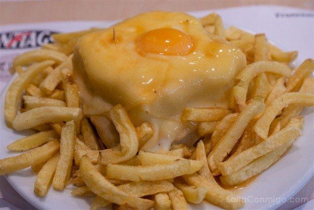 Comer en Oporto Cafe Santiago Francesinha