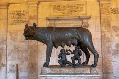 Museos Capitolinos Roma Loba Capitolina Frente
