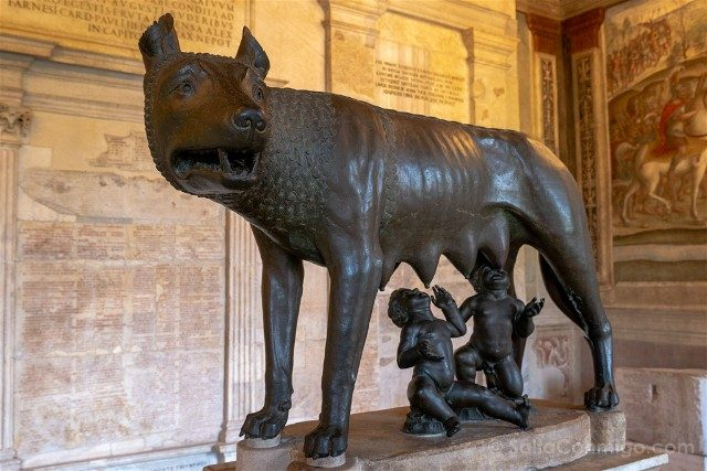 Museos Capitolinos Roma Loba Capitolina Lado