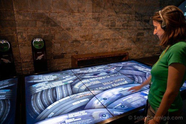 Museos de Dublin EPIC Mesa Tactil Sara