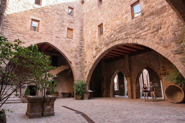 Que Ver En Cardona Castillo Patio Armas