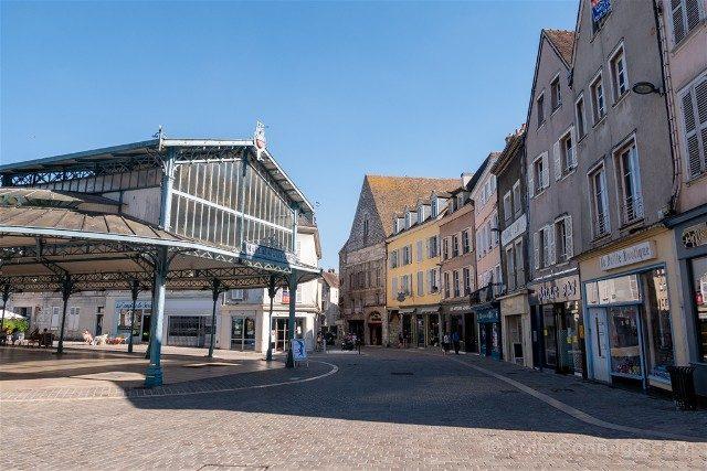 Que Ver en Chartres Place Billard Mercado