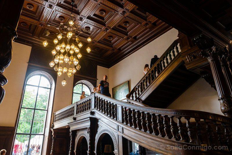 Castillo de Moszna Interior Escalera Sandalo