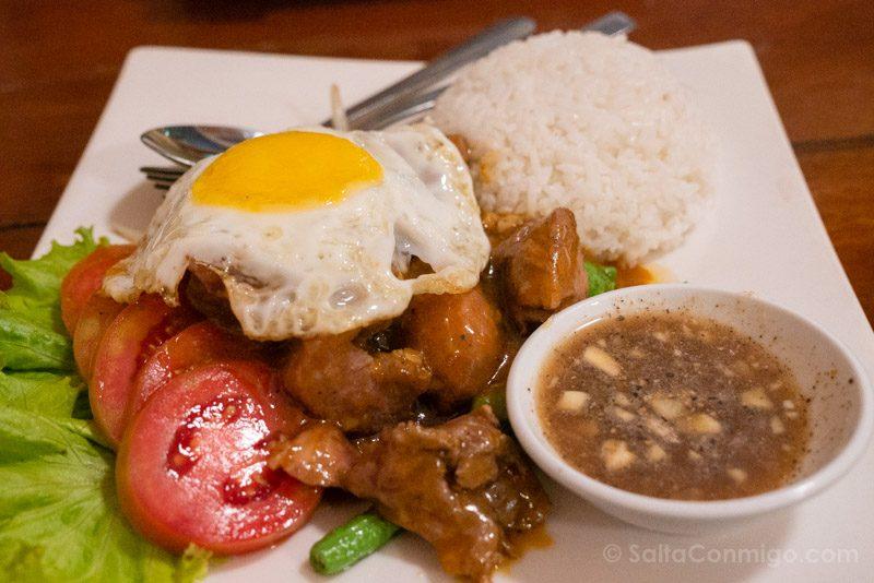 Comer en Battambang Wood House Beef Lok Lak
