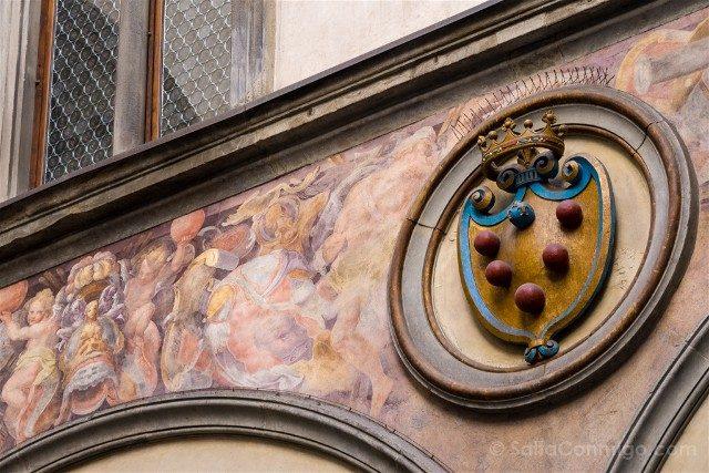 Palazzo Vecchio Florencia Patio Escudo Medici