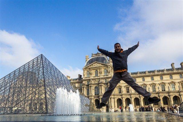 Que Ver En Paris Piramide Louvre Salto