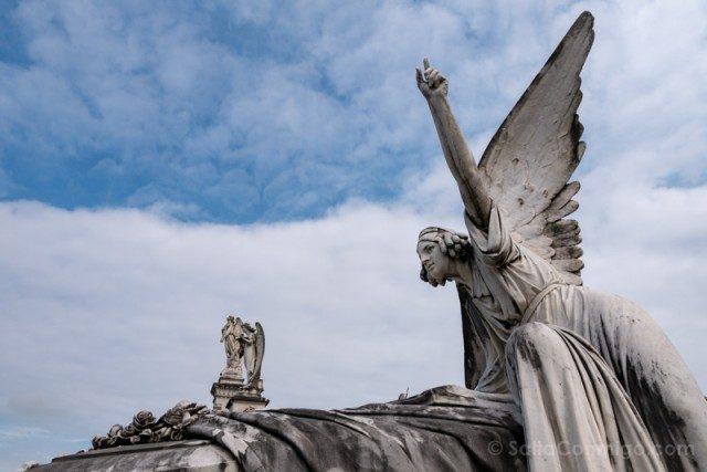 Que Ver en Aviles Cementerio Carriona Escultura Cipriano Folgueras