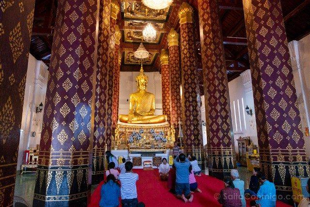 Que Ver en Ayutthaya Wat Na Phra Meru Buda Gente