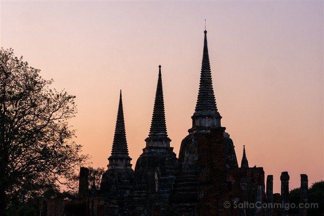 Que Ver en Ayutthaya Wat Phra Sri Sanphet Chedis Atardecer