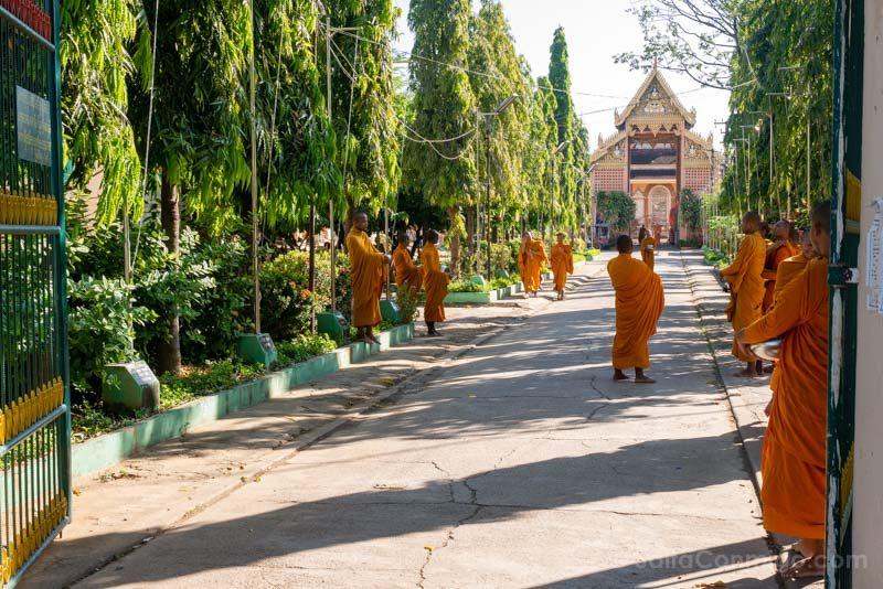 Que Ver en Battambang Wat Kandal Monjes