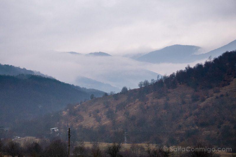 Tren a Bansko Paisaje Niebla Picos