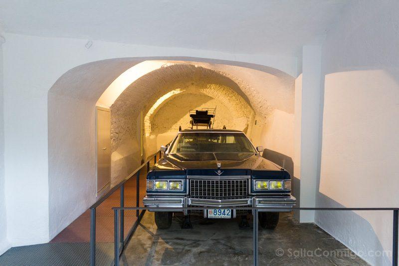 Castillo Pubol Gala Dali Cadillac