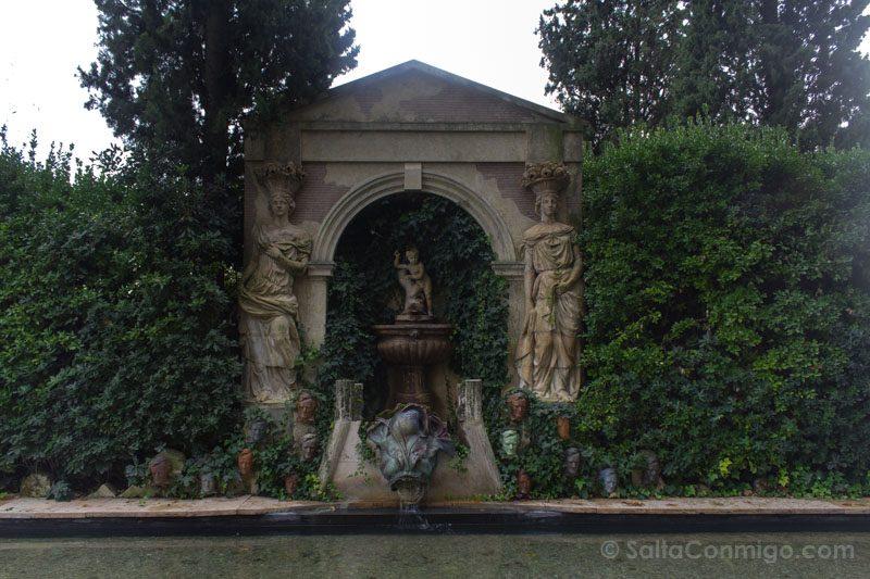 Castillo Pubol Gala Dali Jardin Fuente