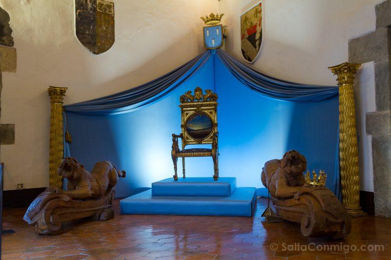 Castillo Pubol Gala Dali Trono