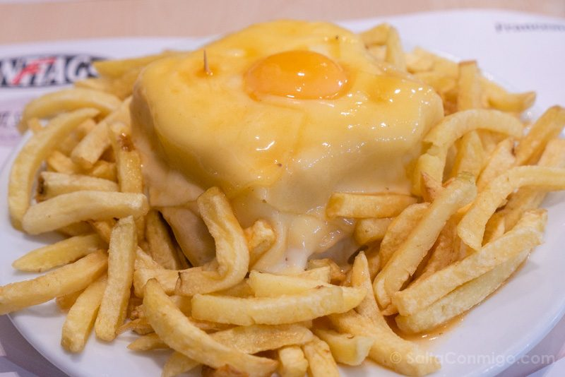 Donde Comer en Oporto Cafe Santiago Francesinha Completa