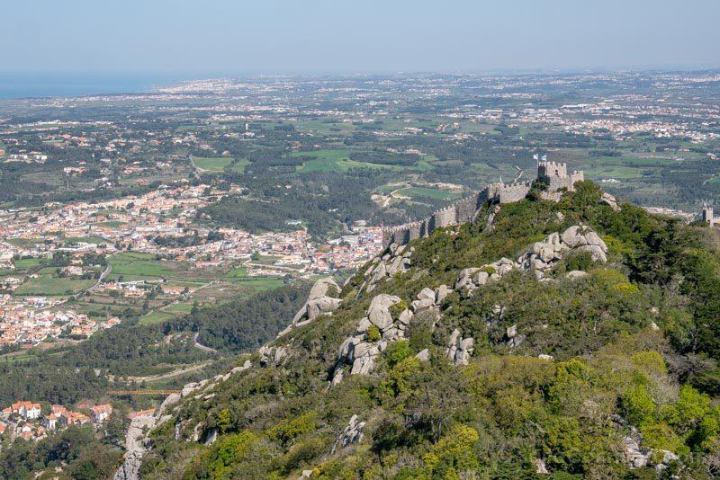 Castelo des Mouros desde el camino de Ronda del Palacio da Pena
