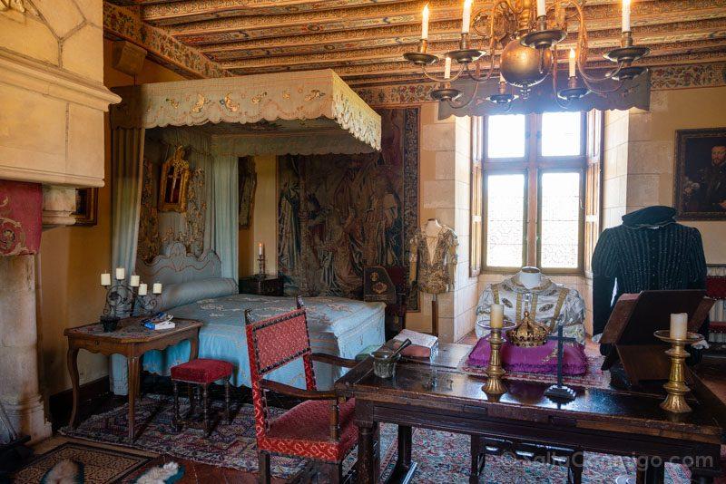 Ruta Castillos Loira Montpoupon Habitacion Real