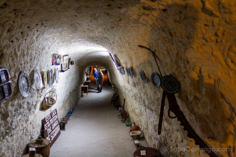 Alcala del Jucar Cueva Diablo Pasillo