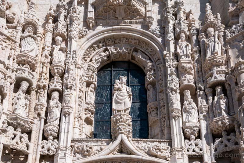 Monasterio Jeronimos Lisboa Belem Portal Sur Virgen