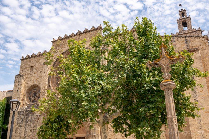 Monasterio Sant Cugat del Valles Fachada Cruz