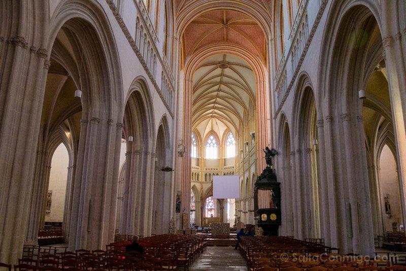 Que Ver En Quimper Bretana Catedral Interior