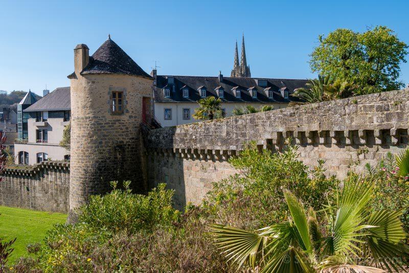 Que Ver En Quimper Bretana Jardin Retraite Muralla