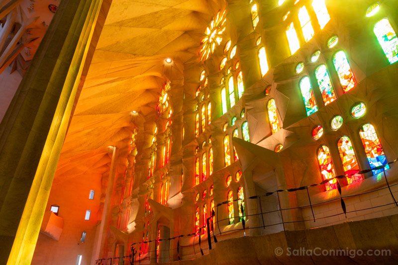 Sagrada Familia Barcelona Interior Vidrieras Calidas