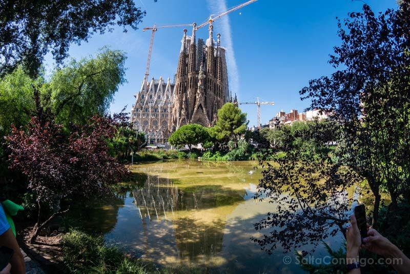 Sagrada Familia Barcelona Parque Plaza Gaudi Reflejo
