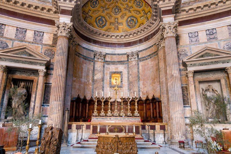 Iglesias de Roma Basilica  Santa Maria Martires Panteon Altar