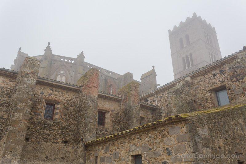 Basilica Santa Maria Castello Empuries Exterior Abside Niebla