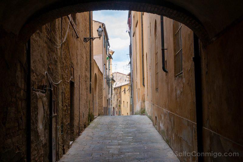 Que Ver En Volterra Toscana Calle Arco