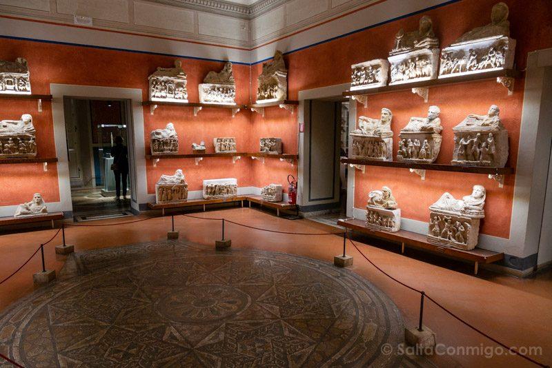 Que Ver En Volterra Toscana Museo Etrusco Urnas