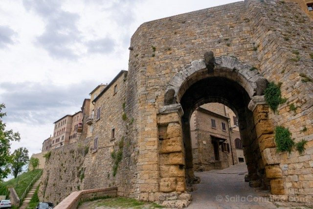 Que Ver En Volterra Toscana Porta Arco