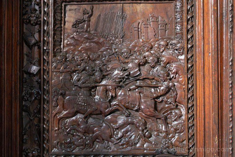 Capilla del Obispo Puerta Detalle Batalla