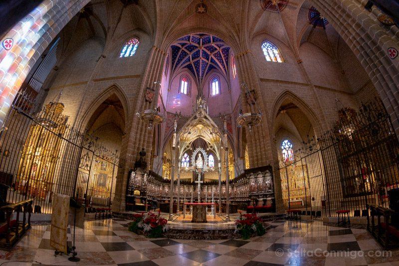 Catedral de Pamplona Iglesia Interior Altar