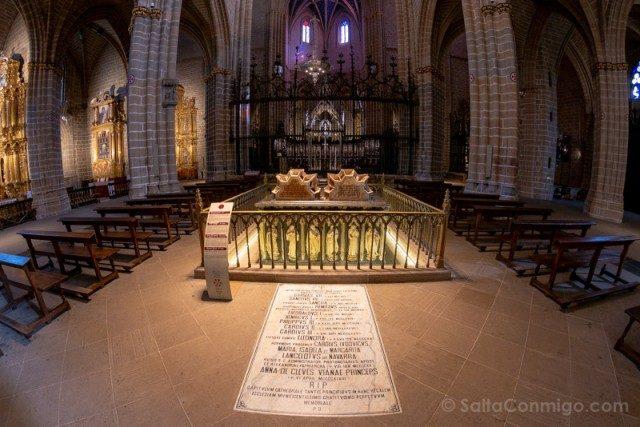 Catedral de Pamplona Iglesia Interior Mausoleo Real Reyes