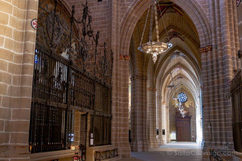 Catedral de Pamplona Iglesia Interior Nave Lateral