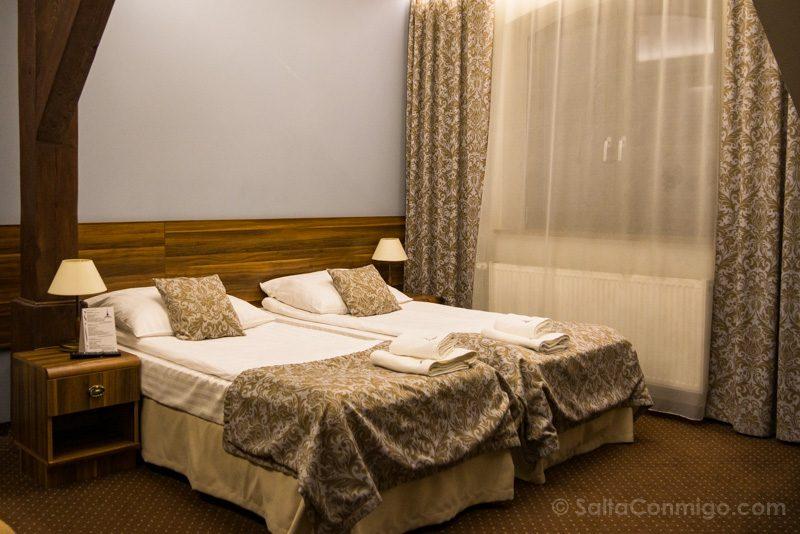 Dormir en Cracovia Hotel Wit Stwosz Habitacion
