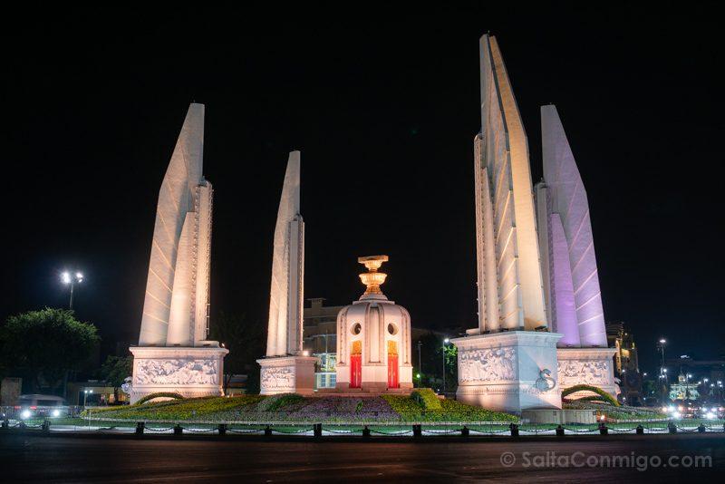 Que Ver En Bangkok Monumento Democracia Noche