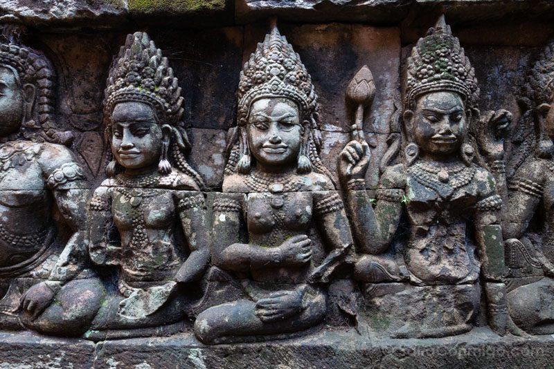 Que Ver en Angkor Thom Terraza Rey Leproso Bailarinas