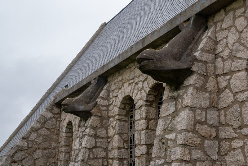 Las gárgolas en forma de pez de la iglesia