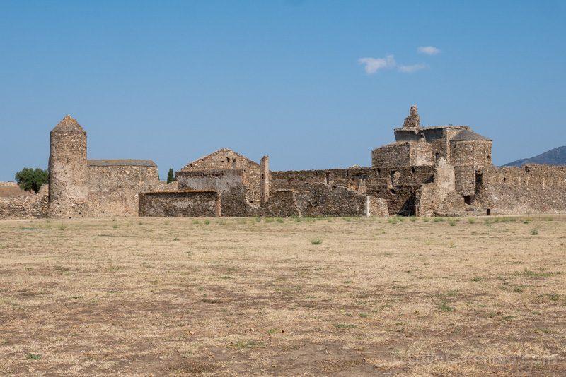Restos medievales en el interior de la fortaleza