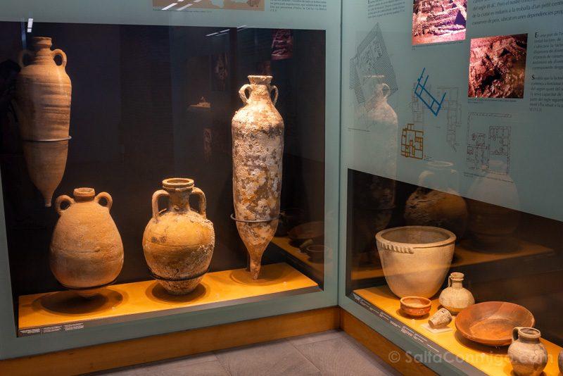 Restos arqueológicos en el museo de la ciudadela de Roses