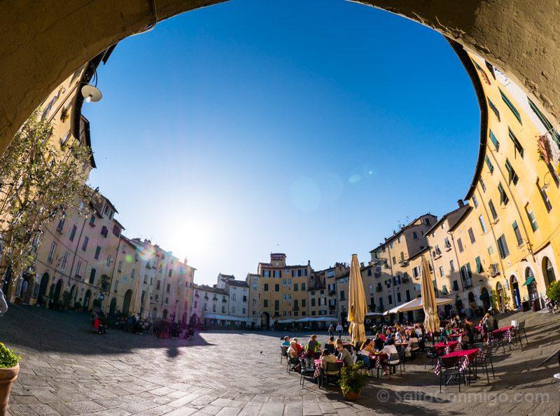 Excursiones Desde Florencia Lucca Piazza Anfiteatro