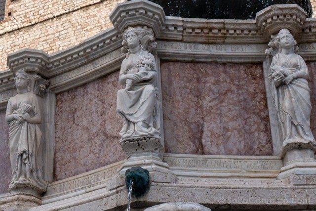 Augusta Perusina en la Fontana Maggiore