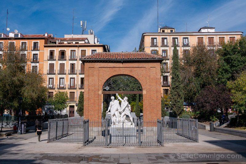 Que Ver en Malasaña Plaza Dos De Mayo Monumento