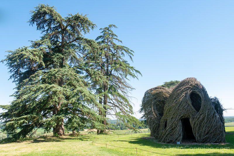Una de las instalaciones de arte contemporáneo en el parque histórico del castillo